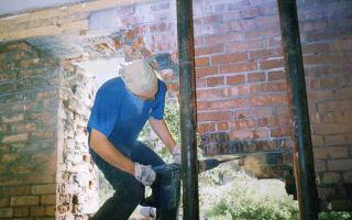 Как выполнить демонтаж кирпичной кладки