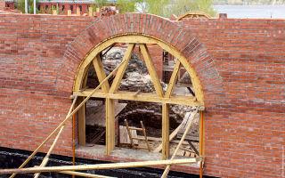 Возведение арки из кирпича