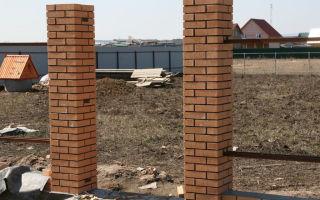 Кирпичные заборные столбы