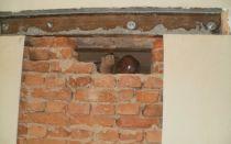 Пробивка проёма в стене из кирпича