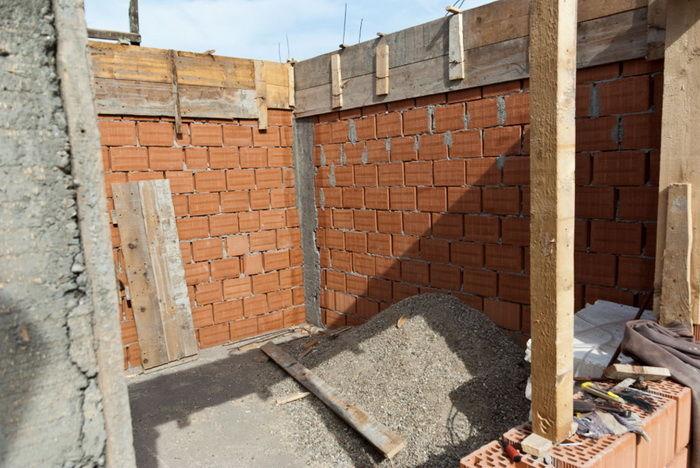 Как построить стенку из кирпича